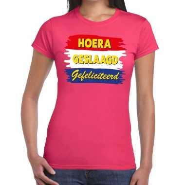 Hoera geslaagd gefeliciteerd roze fun-t shirt voor dames