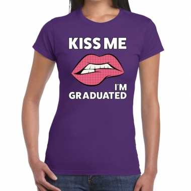 Kiss me i am graduated paars fun-t shirt voor dames