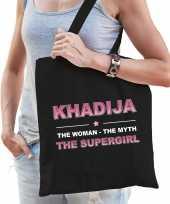 Naam khadija the women the myth the supergirl tasje zwart cadeau boodschappentasje
